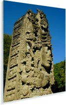 Maya pilaar in Copán in Meso Amerika onder blauwe hemel Plexiglas 60x80 cm - Foto print op Glas (Plexiglas wanddecoratie)
