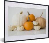 Foto in lijst - Afbeelding van verschillende kleuren pompoenen fotolijst zwart met witte passe-partout klein 40x30 cm - Poster in lijst (Wanddecoratie woonkamer / slaapkamer)