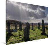 Donkere wolken bij de Schotse Calanais Standing Stones Canvas 140x90 cm - Foto print op Canvas schilderij (Wanddecoratie woonkamer / slaapkamer)