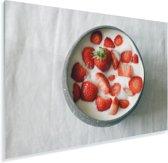 Aardbeien in de yoghurt Plexiglas 30x20 cm - klein - Foto print op Glas (Plexiglas wanddecoratie)