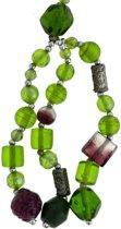 Lange ketting met hanger en groene glaskralen