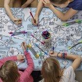 EatSleepDoodle Wereldkaart Tafelkleed – Om in te Kleuren