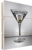 Een glasheldere martini met één olijf Vurenhout met planken 30x40 cm - klein - Foto print op Hout (Wanddecoratie)