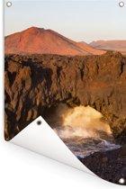 Vulkanische kliffen in het Nationaal park Timanfaya in Spanje Tuinposter 60x90 cm - Tuindoek / Buitencanvas / Schilderijen voor buiten (tuin decoratie)