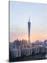 Zonsondergang achter de moderne gebouwen in Guangzhou Aluminium 60x90 cm - Foto print op Aluminium (metaal wanddecoratie)