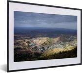 Foto in lijst - Bergen landschap Lalibela in Ethiopië fotolijst zwart met witte passe-partout klein 40x30 cm - Poster in lijst (Wanddecoratie woonkamer / slaapkamer)