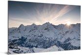 Zonnestralen achter de top van de Zwitserse berg de Schilthorn in Europa Aluminium 90x60 cm - Foto print op Aluminium (metaal wanddecoratie)