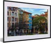 Foto in lijst - Kleurrijke huizen in Panama Stad fotolijst zwart met witte passe-partout 60x40 cm - Poster in lijst (Wanddecoratie woonkamer / slaapkamer)