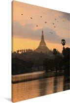 Vogels boven de Schwedagonpagode in Myanmar Canvas 20x30 cm - klein - Foto print op Canvas schilderij (Wanddecoratie woonkamer / slaapkamer)