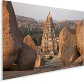 Granietrotsen en de Gopuram van de Virupaksha-tempel in India Plexiglas 90x60 cm - Foto print op Glas (Plexiglas wanddecoratie)