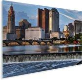 De Scioto rivier wordt overschaduwd door de wolkenkrabbers in Columbus Plexiglas 80x60 cm - Foto print op Glas (Plexiglas wanddecoratie)