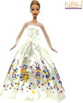 Creme kleurige Prinsessenjurk, baljurk of trouwjurk met bloemen design voor de Barbie pop NBH®