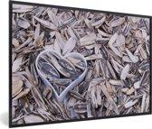 Foto in lijst - Zonnebloempitten met een hartvormige blik tussen de pitten fotolijst zwart 60x40 cm - Poster in lijst (Wanddecoratie woonkamer / slaapkamer)