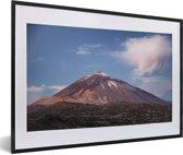 Foto in lijst - Teide vulkaan in het ochtendlicht in het Nationaal park Teide in Spanje fotolijst zwart met witte passe-partout 60x40 cm - Poster in lijst (Wanddecoratie woonkamer / slaapkamer)