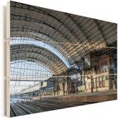 Het station van de Nederlandse stad Haarlem Vurenhout met planken 120x80 cm - Foto print op Hout (Wanddecoratie)