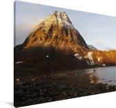 Besneeuwde bergtop in het Nationaal park Abisko in Zweden Canvas 90x60 cm - Foto print op Canvas schilderij (Wanddecoratie woonkamer / slaapkamer)