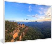 Foto in lijst - De Three Sisters in Nationaal park Blue Mountains in NZW fotolijst wit 60x40 cm - Poster in lijst (Wanddecoratie woonkamer / slaapkamer)
