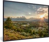 Foto in lijst - De felle zon achter het Tetongebergte in de Verenigde staten fotolijst zwart 60x40 cm - Poster in lijst (Wanddecoratie woonkamer / slaapkamer)