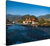 Punakha Dzong naast een brede ondiepe rivier in Bhutan Canvas 180x120 cm - Foto print op Canvas schilderij (Wanddecoratie woonkamer / slaapkamer) XXL / Groot formaat!