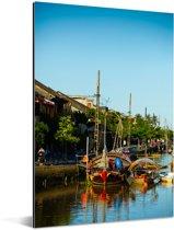 Boten langs de Thu Bon-rivier in Vietnam Aluminium 60x90 cm - Foto print op Aluminium (metaal wanddecoratie)