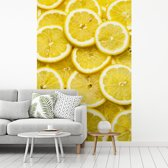Fotobehang vinyl - Verse citroenplakken op een stapel met mooie gele kleuren breedte 215 cm x hoogte 320 cm - Foto print op behang (in 7 formaten beschikbaar)