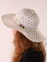 Witte opengewerkte dames hoed