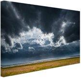 Onweerswolken Canvas 80x60 cm - Foto print op Canvas schilderij (Wanddecoratie woonkamer / slaapkamer)