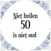 Verjaardag Tegeltje met Spreuk (50 jaar: Niet huilen 50 is niet oud + cadeau verpakking & plakhanger