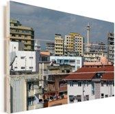 Kleurrijke gebouwen in de miljoenenstad Dar es Salaam in Tanzania Vurenhout met planken 90x60 cm - Foto print op Hout (Wanddecoratie)