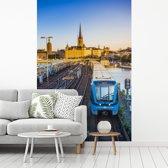 Fotobehang vinyl - Uitzicht op een spoorweg breedte 190 cm x hoogte 280 cm - Foto print op behang (in 7 formaten beschikbaar)