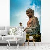 Fotobehang vinyl - Wolken boven de Tian Tan Boeddha in Hongkong breedte 205 cm x hoogte 270 cm - Foto print op behang (in 7 formaten beschikbaar)