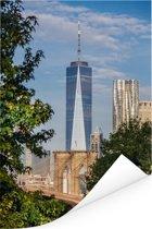 World Trade Center gezien achter de Brooklyn Bridge op een heldere ochtend Poster 80x120 cm - Foto print op Poster (wanddecoratie woonkamer / slaapkamer)