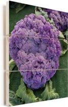 Een close-up van een paarse bloemkool Vurenhout met planken 30x40 cm - klein - Foto print op Hout (Wanddecoratie)