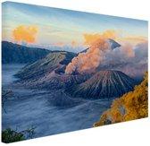 FotoCadeau.nl - Uitzicht vanaf vulkaan Bromo Canvas 30x20 cm - Foto print op Canvas schilderij (Wanddecoratie)