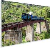 Een stoomlocomotief over een spoorweg tijdens een zonnige middag Plexiglas 90x60 cm - Foto print op Glas (Plexiglas wanddecoratie)