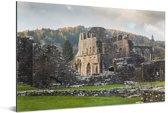 Zonnestralen over de Tintern Abbey in Wales Aluminium 180x120 cm - Foto print op Aluminium (metaal wanddecoratie) XXL / Groot formaat!