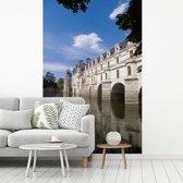 Fotobehang vinyl - Rivier langs het Kasteel van Chenonceau in Frankrijk breedte 195 cm x hoogte 300 cm - Foto print op behang (in 7 formaten beschikbaar)