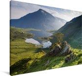 Een meer in het Nationaal park Snowdonia Canvas 140x90 cm - Foto print op Canvas schilderij (Wanddecoratie woonkamer / slaapkamer)