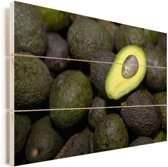 Eenzame avocado helft op een hoopje Vurenhout met planken 60x40 cm - Foto print op Hout (Wanddecoratie)