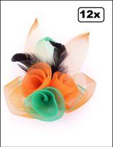 12x Broche tule 3 bloemen met veertjes oranje-groen-oranje