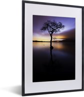 Foto in lijst - Uitzicht over het Loch Lomond meer met een kleurrijke hemel fotolijst zwart met witte passe-partout klein 30x40 cm - Poster in lijst (Wanddecoratie woonkamer / slaapkamer)