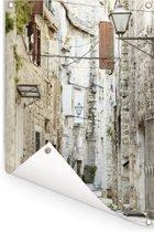 Geplaveide straat in de oude stad Gamla Stan in Stockholm Tuinposter 60x90 cm - Tuindoek / Buitencanvas / Schilderijen voor buiten (tuin decoratie)