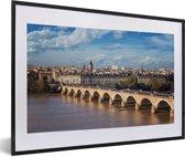 Foto in lijst - Uitzicht op de Franse stad Bordeaux fotolijst zwart met witte passe-partout 60x40 cm - Poster in lijst (Wanddecoratie woonkamer / slaapkamer)