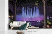 Fotobehang vinyl - Fontein in de nacht in Lima breedte 390 cm x hoogte 260 cm - Foto print op behang (in 7 formaten beschikbaar)