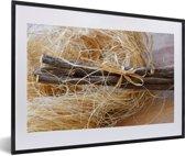 Foto in lijst - Bundel zoethout op een tafel fotolijst zwart met witte passe-partout 60x40 cm - Poster in lijst (Wanddecoratie woonkamer / slaapkamer)