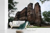 Fotobehang vinyl - Torenhoog stenen tempel in Polonnaruwa Sri Lanka breedte 450 cm x hoogte 300 cm - Foto print op behang (in 7 formaten beschikbaar)