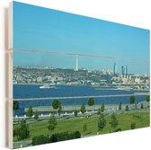 Blauwe lucht hangt boven de skyline van Bakoe in Azerbeidzjan Vurenhout met planken 120x80 cm - Foto print op Hout (Wanddecoratie)