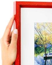 Rood glanzende smalle kader met witte passe partout. (Handgemaakt) Fotoformaat 30x50 | Kaderformaat 40x60
