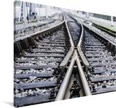 Close-up van een spoorweg Canvas 90x60 cm - Foto print op Canvas schilderij (Wanddecoratie woonkamer / slaapkamer)