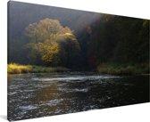 Zonnestralen schijnen op een meer in het Nationaal park Podyjí in Tsjechië Canvas 30x20 cm - klein - Foto print op Canvas schilderij (Wanddecoratie woonkamer / slaapkamer)